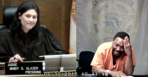 Un criminal llora en pleno juicio al descubrir que la Juez estuvo con el en la escuela